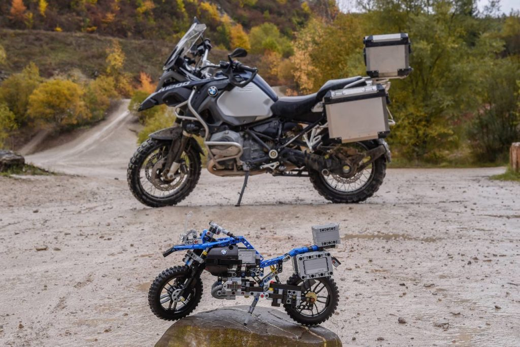 bmw-r1200gs-flying-concept-lego-6