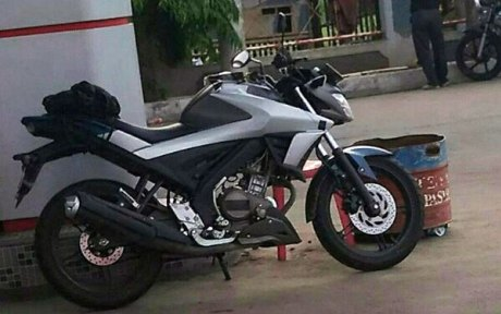 Samping-All-New-Yamaha-Vixion-2017-sukanyamotor