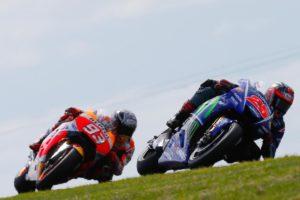 Bagaimanapun duo alien ini tak mampu menandingi kebintangan Rossi