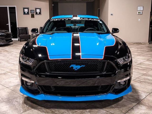 Ford Mustang GT -the King Premier Edition Coupe- Garapan Richardd Petty (pict by Chicago Motor Cars / eBay)