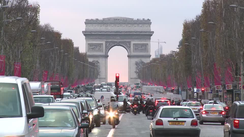 Jalanan Perancis yang padat (pict ; framepool.com)