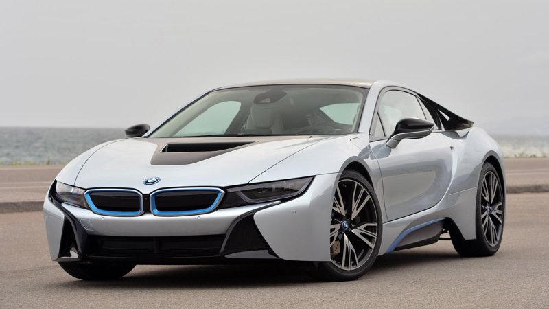 BMW i8 uji coba ngecas di SPLU milik PLN