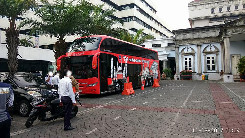 "Penampakan bus pariwisata gratis ""Yuk Muter-muter Semarang"" di kantor wali kota Semarang"