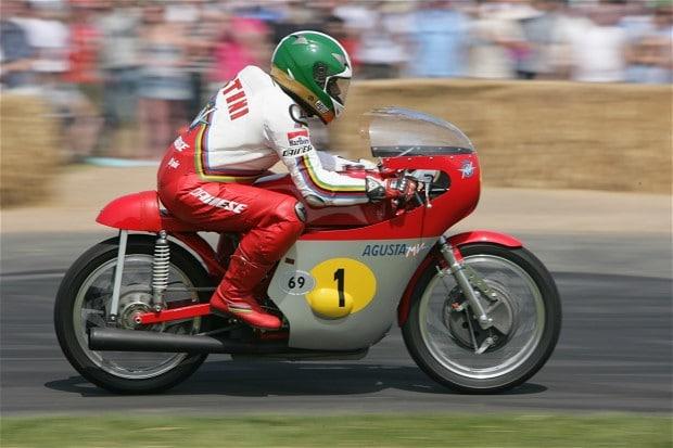 Giacomo Agostini menilai Rossi ceroboh