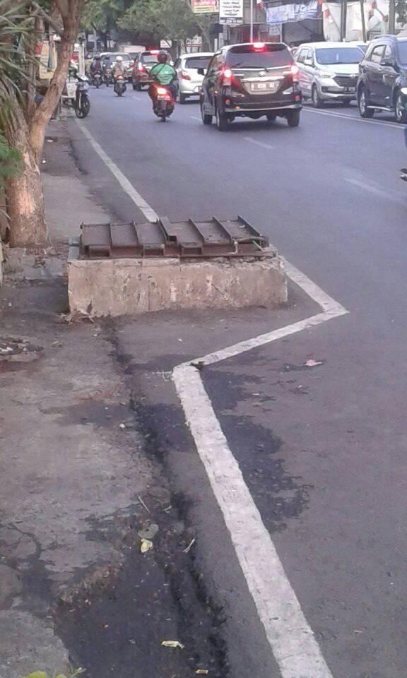 main hole unik nan lcu ini bisa kita temui di jl tentara Pelajar dekat pasar Kambing, Semarang