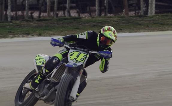 Valentino Rossi mengalami kecelakaan parah saat main motocross