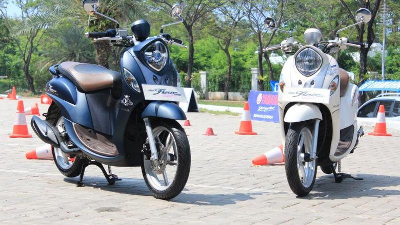 Yamaha Fino ban tapak lebar dengan ban standar