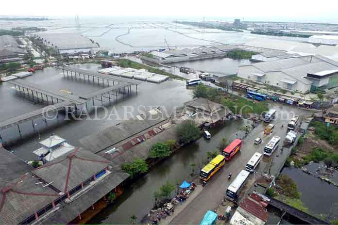 Terminal Terboyo saat musim hujan