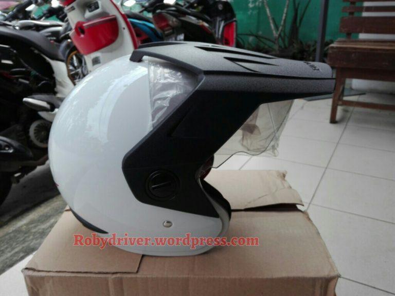Helm bawaan/bonus Honda CRF150 adalah generasi TRX