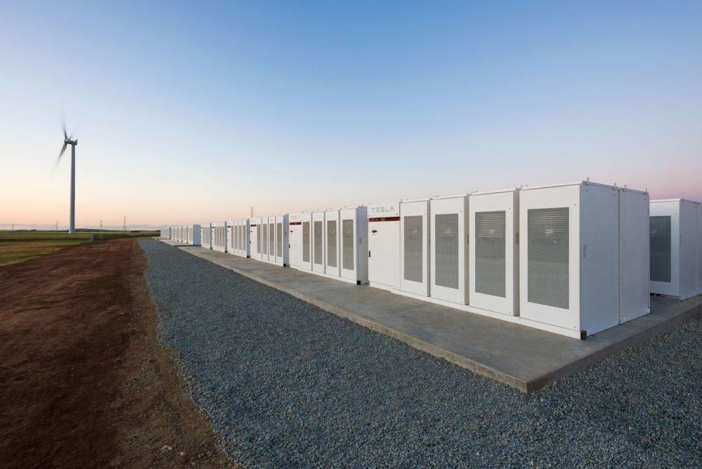 TESLA Powerpack di negara South Australia, menjadi baterai lithium ion terbesar di dunia